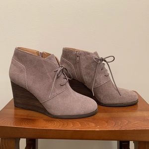 NEW Lucky Brand Shylow suede wedge ankle boots 8.5